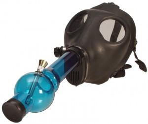 Gasmaske mit Acrylbong